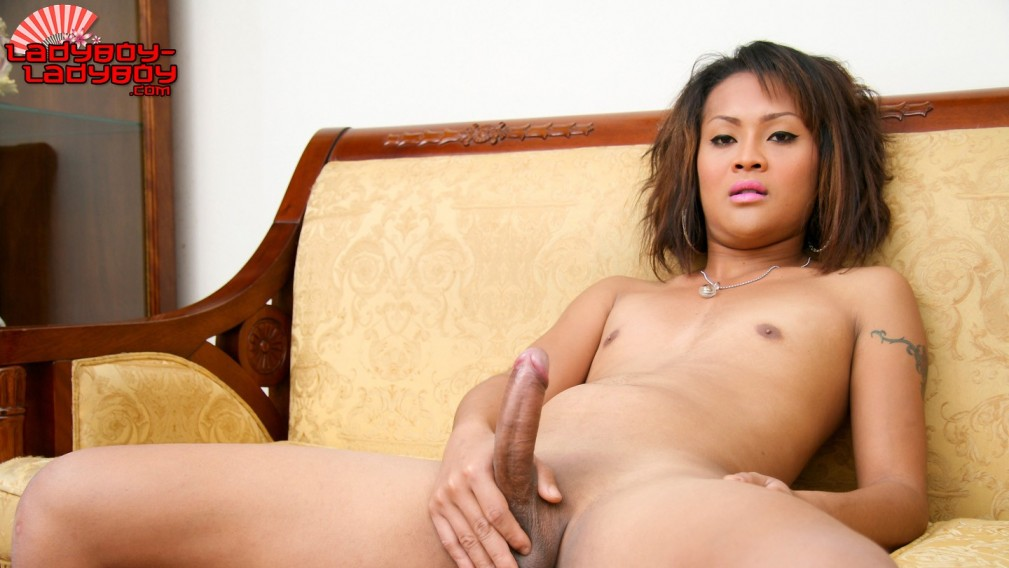 Art Strokes On The Couch - Ladyboy-Ladyboy Kendra wilkerson nude images