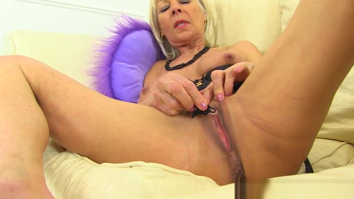 English gilf Elaine tells about her dirty hobby My wifes tits on camera