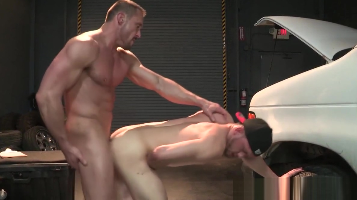 HotHouse Muscle Daddy Dominates at the Garage Hairy hard sex