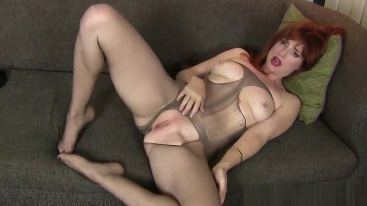 American milf Zinnia Blue takes a masturbation break Blonde solo ass pussy