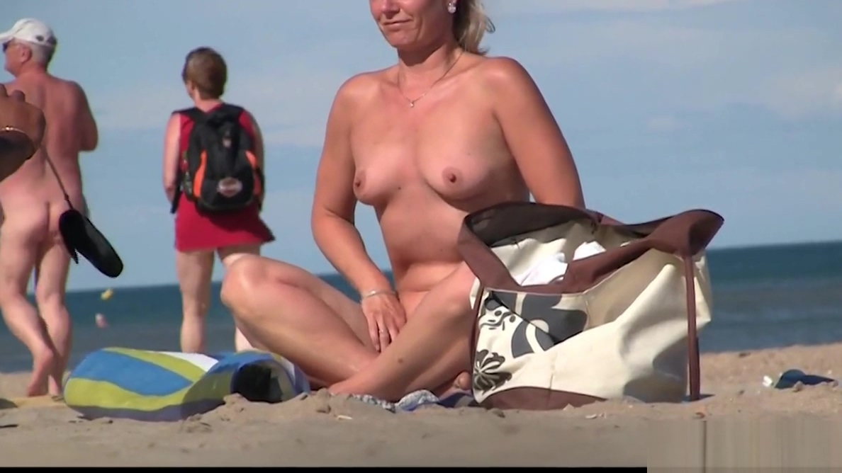 Nudism Beach Voyeur Amateur Hot Ladies Spy Hidden Cam
