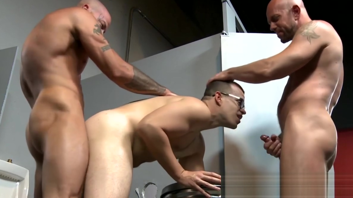Big dick and tattooed hunks fucking at the glory hole Head pro