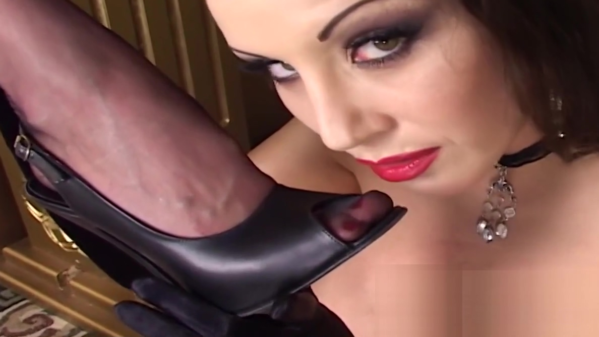 Emily Marilyn and Jewell Naughty Playing Hookup a0 year old man