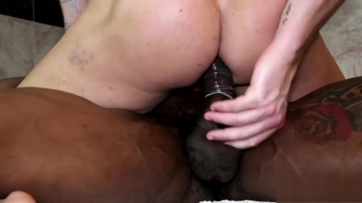 NextDoorEbony Hung Stud Gives it to His White Boyfriend Becoming a master of oral sex