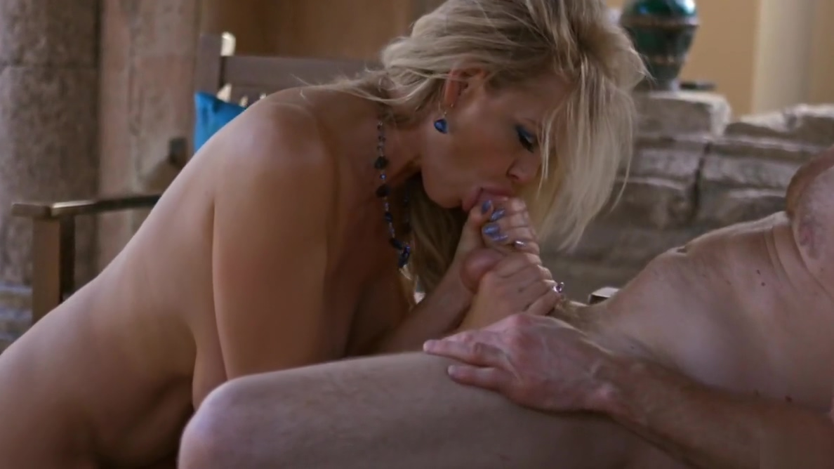 KELLY MADISON Huge Naturals Covered with Jizz in Mexico