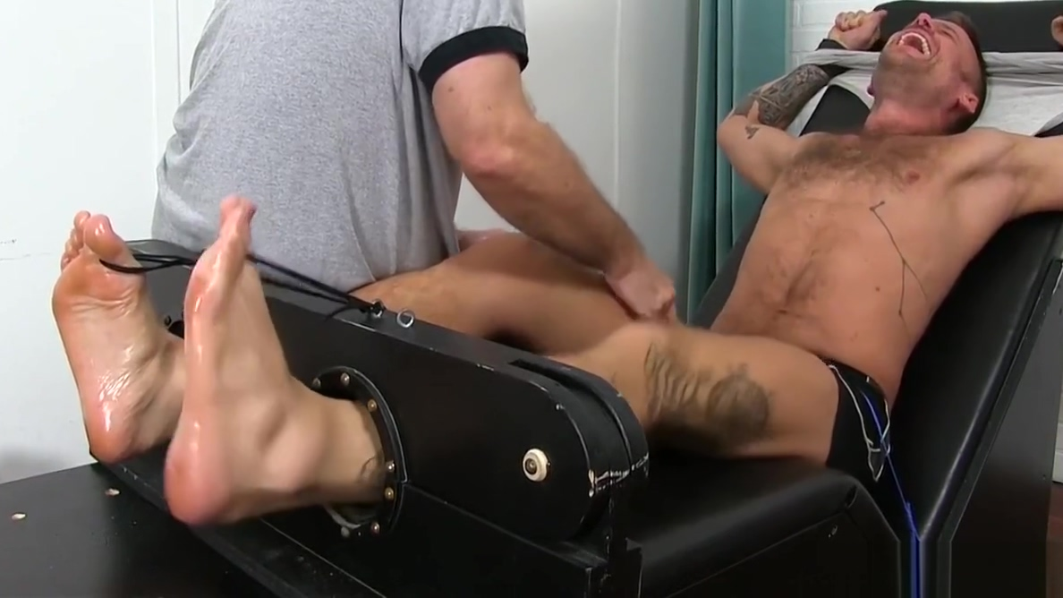 Inked hunk Hoytt Walker gets bound and endures a tickling Brutal milf fucking