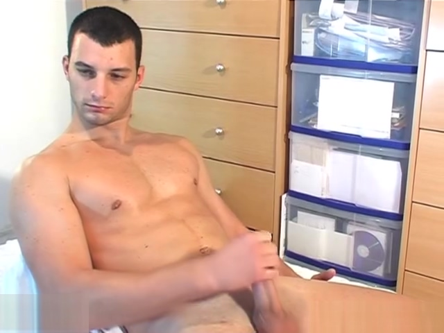 Full video: A innocent delivery str8 guy serviced his big cock by a guy! Pics wife swapping porn