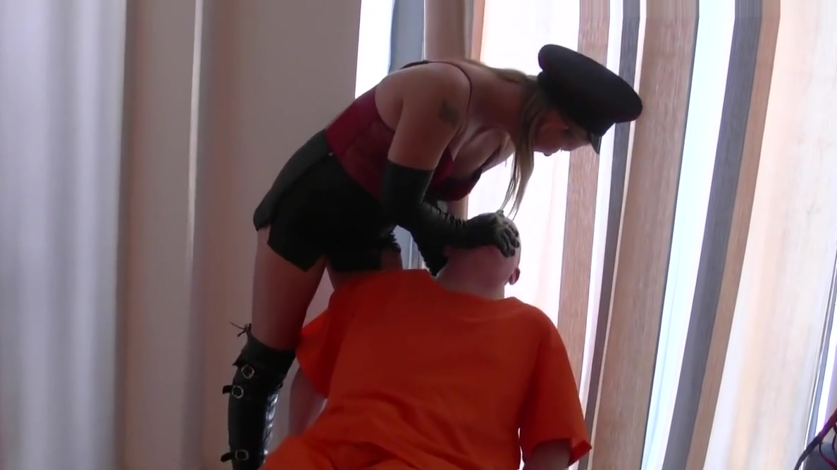 Smoking leather clad blonde Mistress in gloves and boots fet a girlsex with fruits