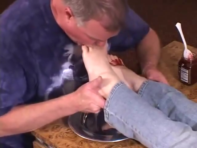 eating food off of 2 mistresss feet cerita sex dengan hewan