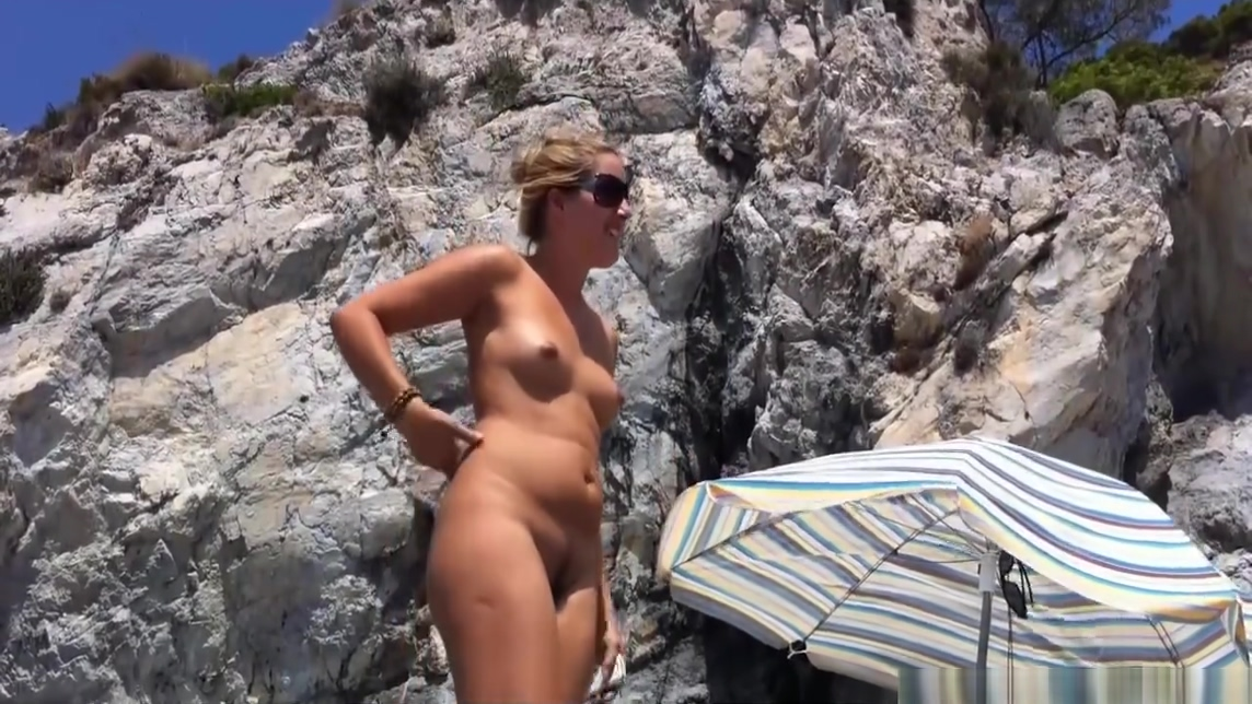 Nude Milfs Spy Cam Beach Voyeur Video woman passed out and sex