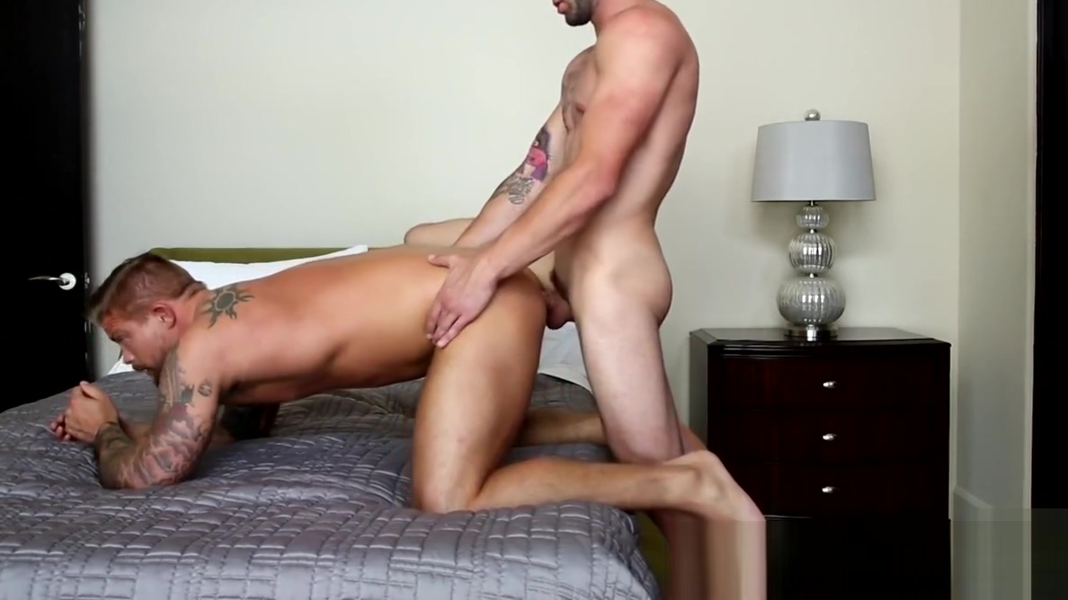 Sexy ass Johnny Hill fucking tattooed hunk Donovan Wilde Watersports les eats out