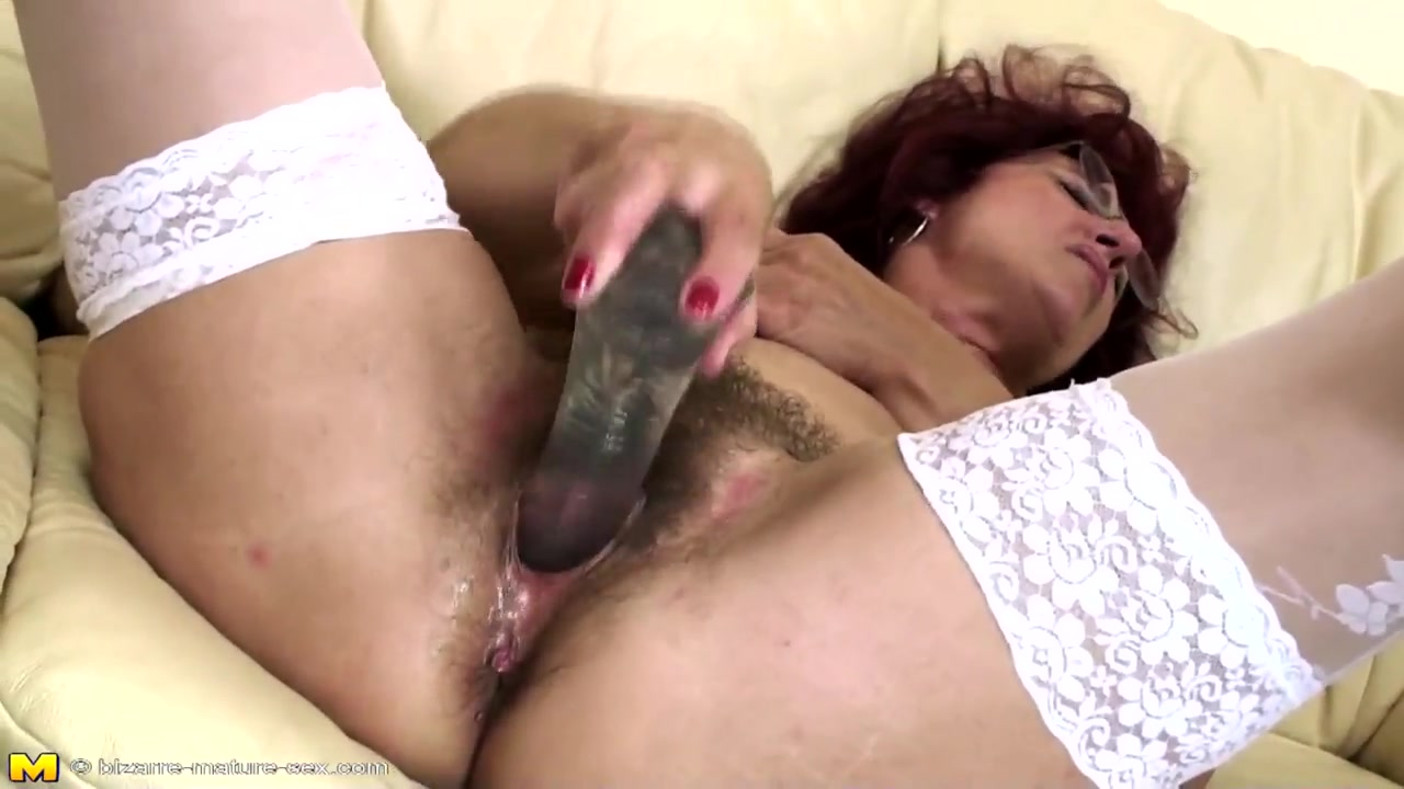 Hairy mom gets deep fisting from young girl Indian girlswith big boob