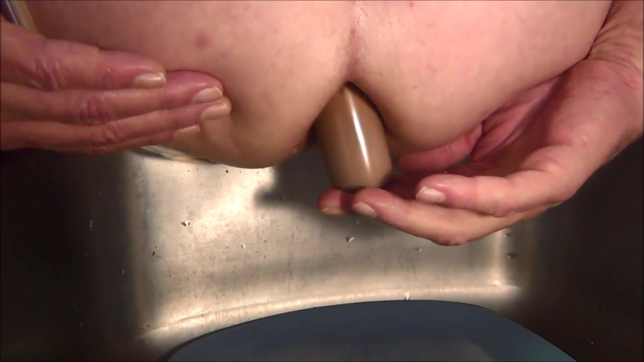 Naughty Gigi loves butt plug and finger fun Dudes leaking anyones cookie