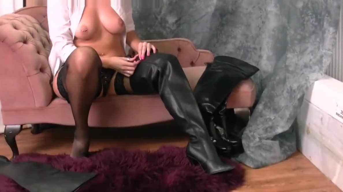 Kinky brunette in leather boots nylons panties suspenders Jamaican women