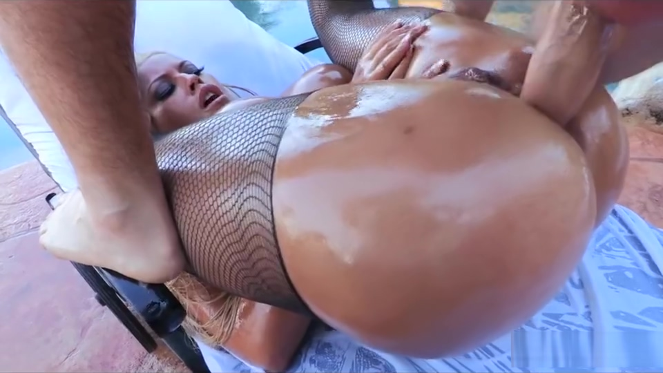 BIG-BOOTY BLONDE SLUT OILS UP HER ASS FOR SOME HARDCORE ANAL Daughters boyfriend porno movies