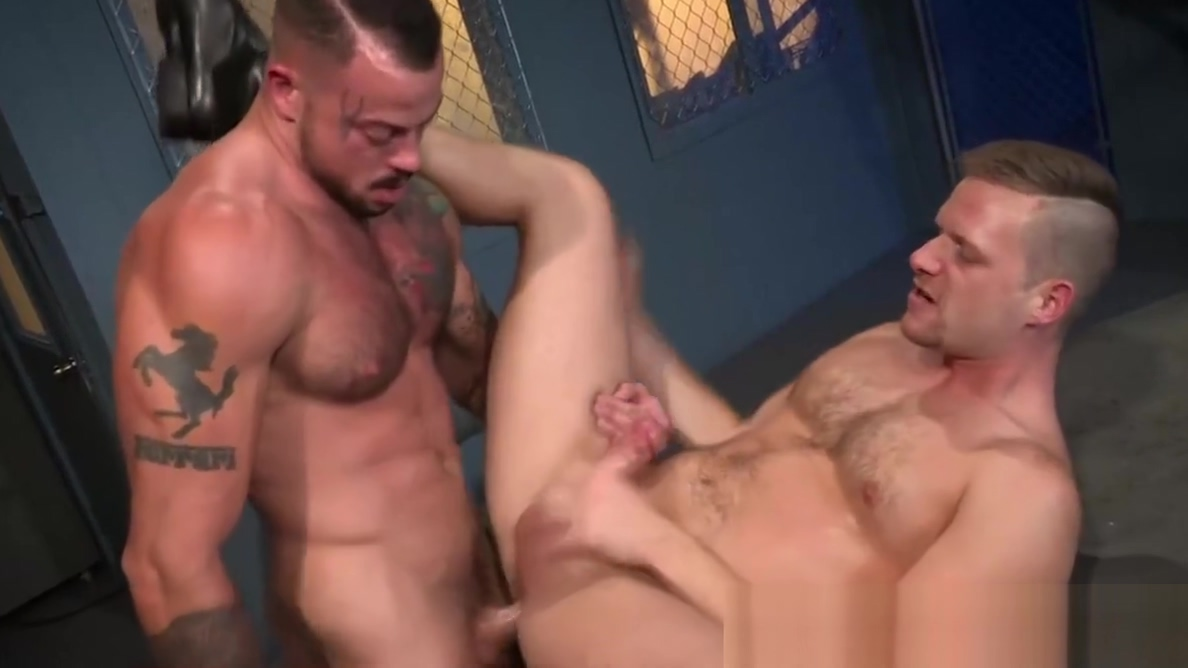 Prison inmate fucking the ass of a corrupt guard for jizz Massive mocha nude