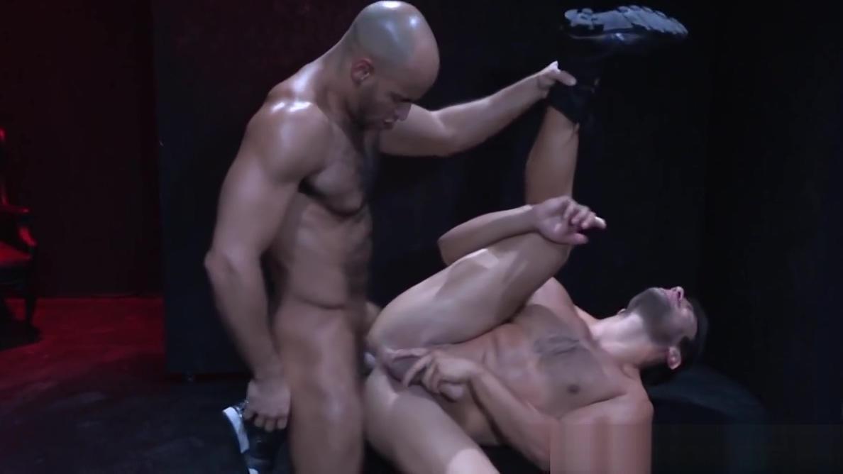 HotHouse Voyeur Peeps on Sean Zevran As he Tops Hot Latino Softcore Sexybrutally