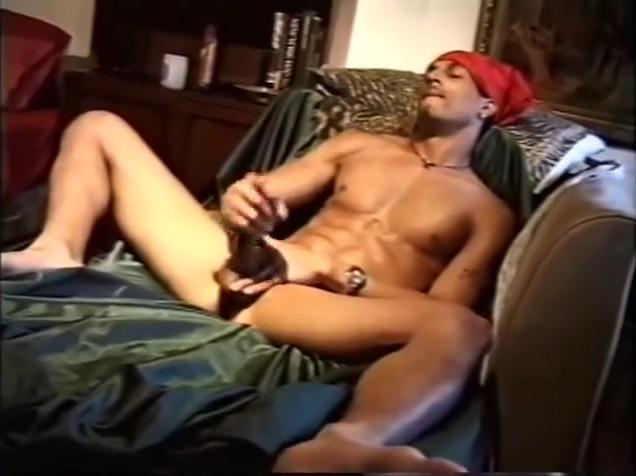 LIGHTSKIN THUG JERKING HIS DICK Sexy asian pussy ass