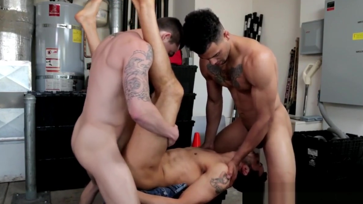 Ripped jock spitroasted in trio before cum nude and nature photography