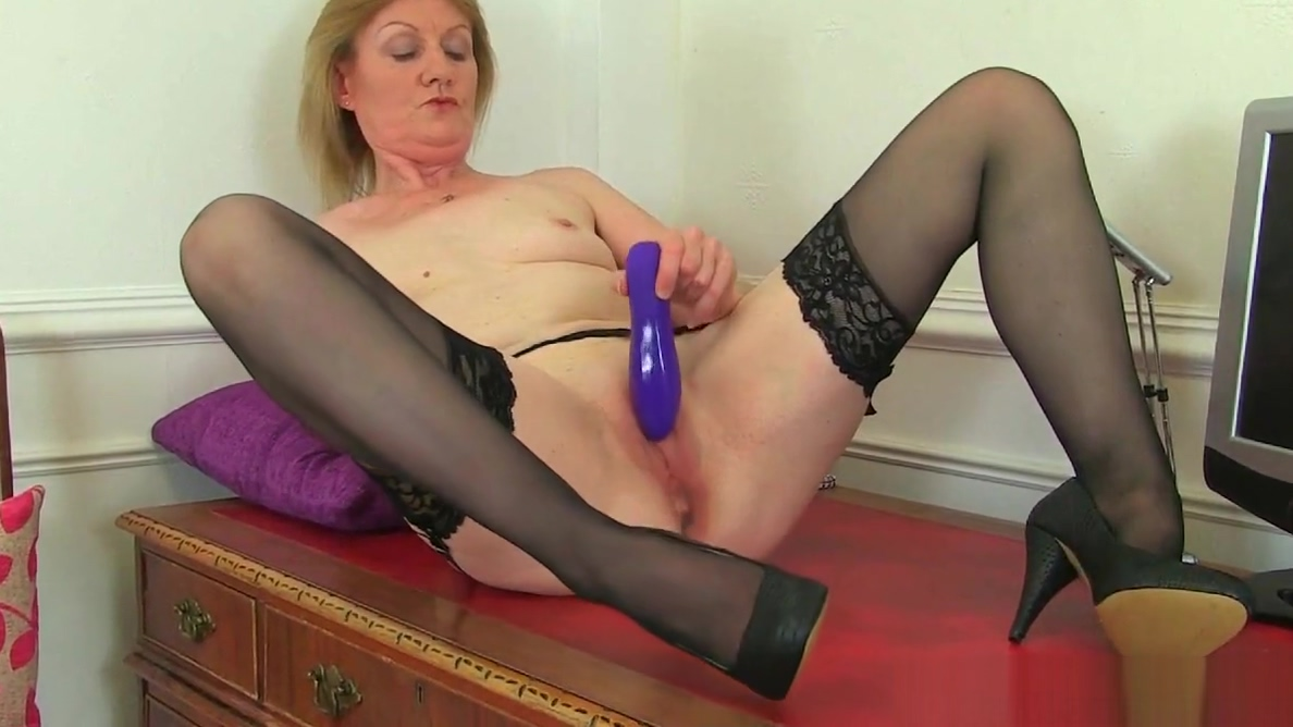 British milf Ila Jane can teach you a trick or two French chubby mature fisted