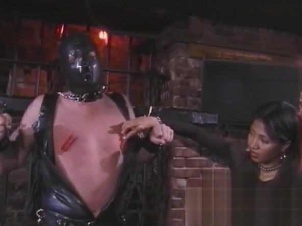Kinky stud in a mask enjoys being spanked by an Asian harlot kim possible and ron have sex