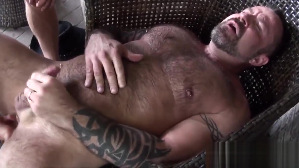 Mature bear Marc Angelo gets cocksucked Hot oiled up girls