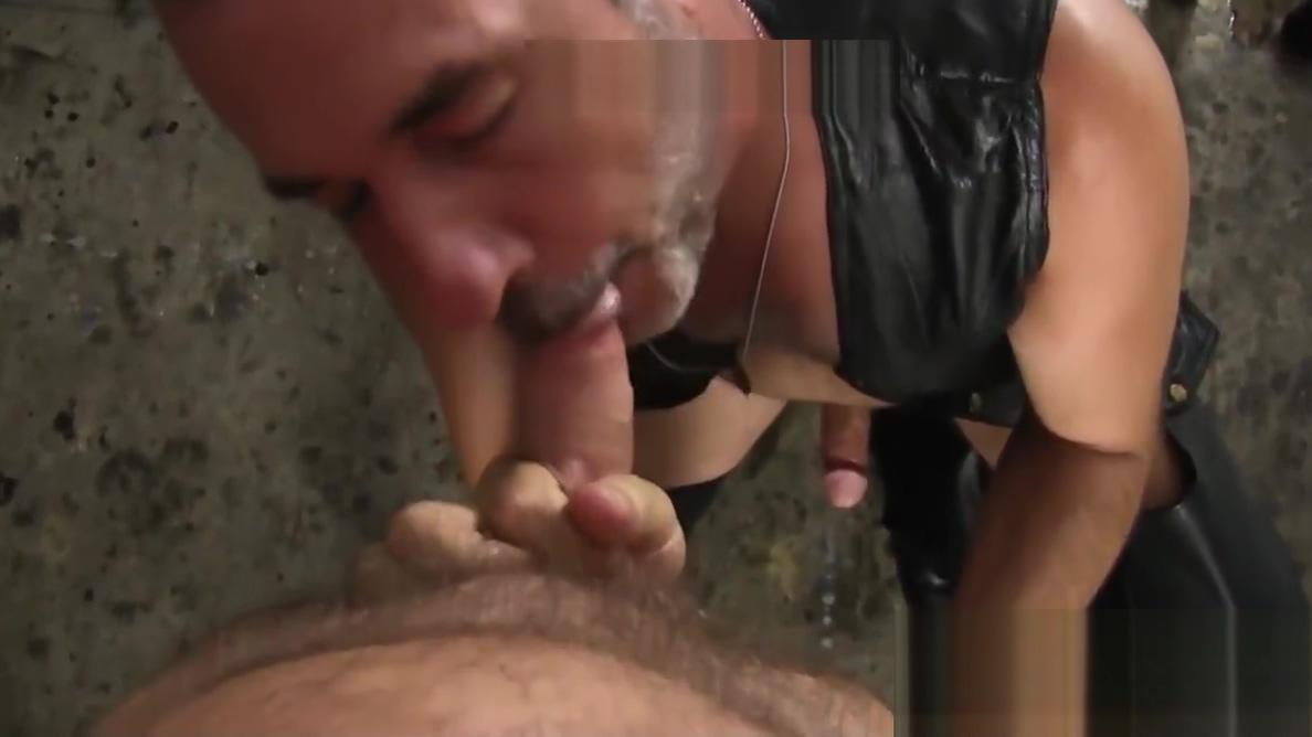 Tight butt muncher shared by bareback groups big dicks Gifs de lesbicas esfregando suas bucetas uma na outra