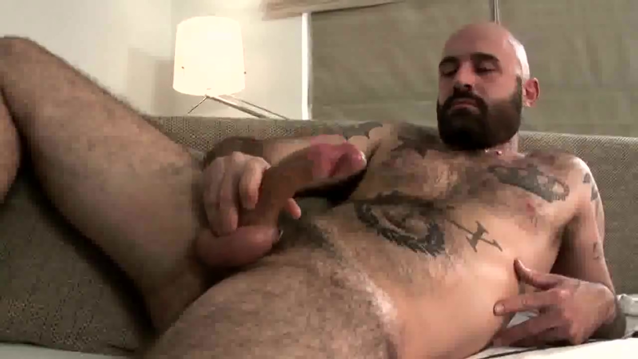 Hairy Bear Jerking Off & Cum big tits free on webcams