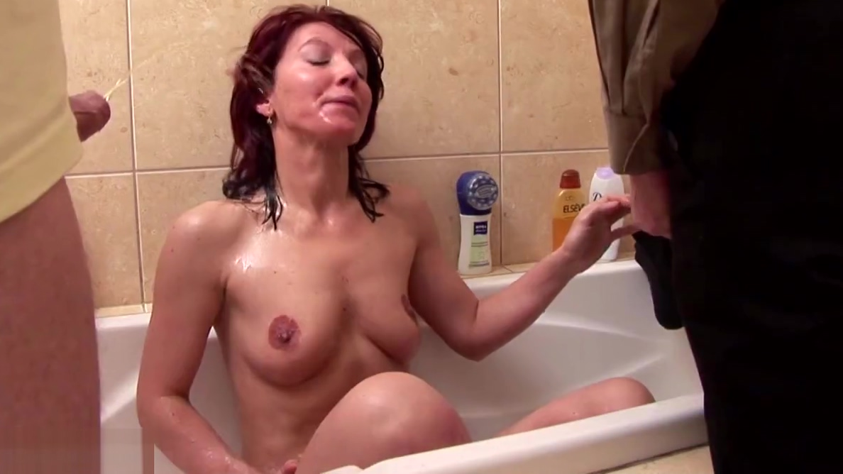 Mature Mother Fucks Her Twat With Carrot And Pissed On