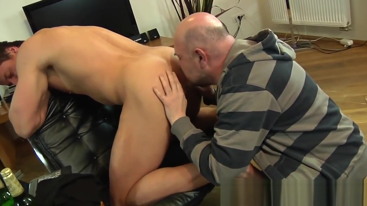 European escort hunk asslicked and cocksucked Free posh glory hole