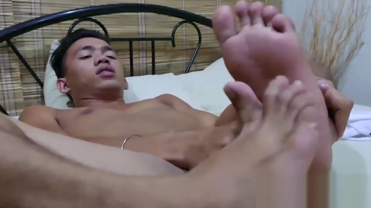 Cute Asian twink sniffs his shoes before jerking on a bed big huge asian ass