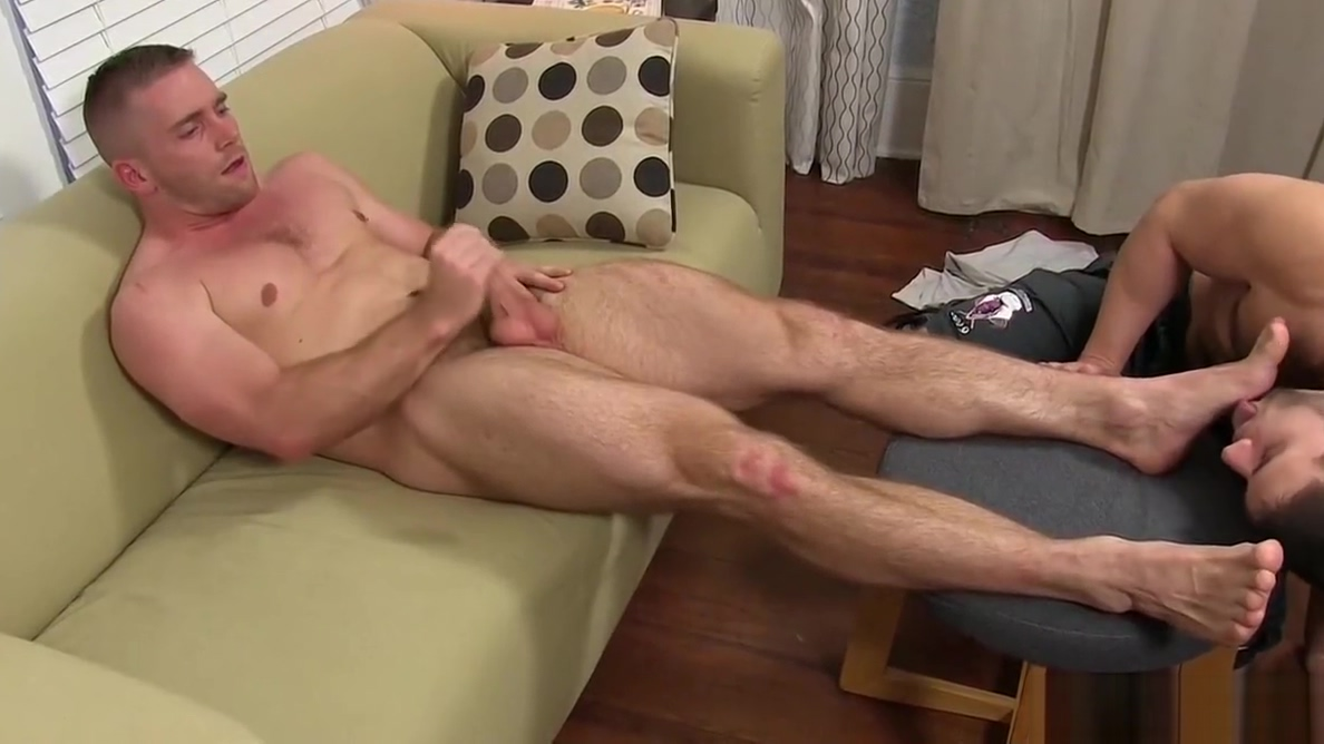 Muscular dudes Scott and Cole enjoy nice feet fetish time Monster cock deep in blonde