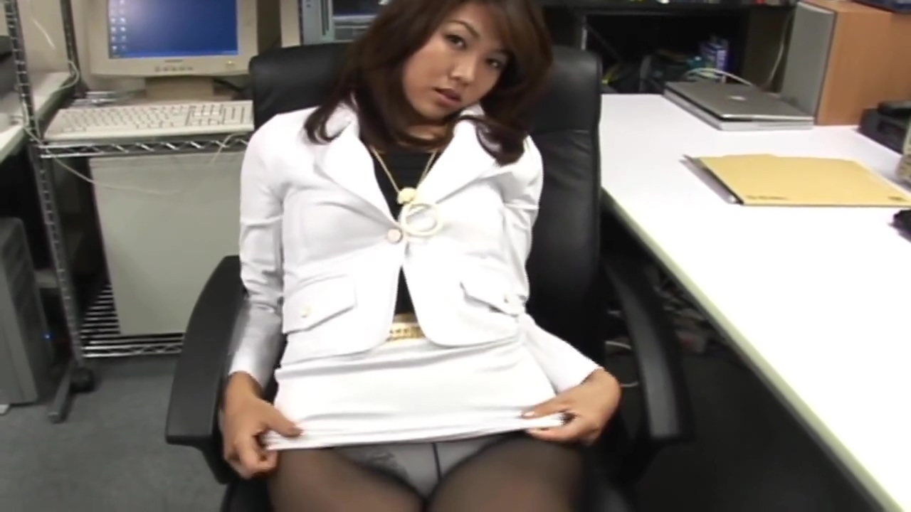 AV MODEL SHIORI TSUKIMI IN TOO SHORT MINISKIRT SUFFERS FROM UPSKIRT VOYEUR! Huge naked tits record shop hillary craig