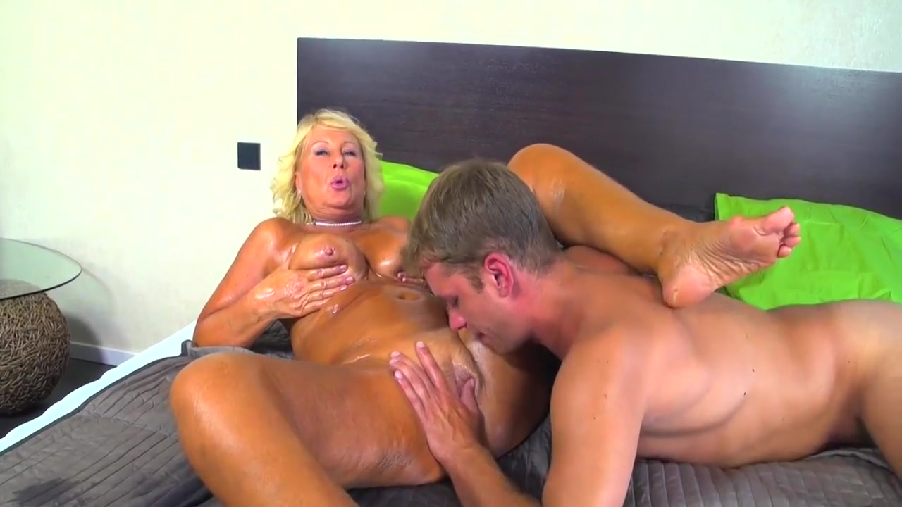 Blonde granny regi sporting creampie after massage