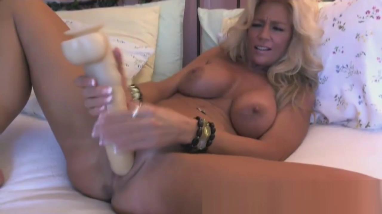 atemberaubende Blondine reifen auf cam Private nude asian casting