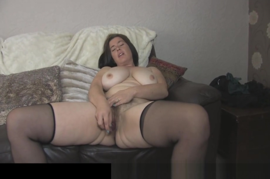 Busty Milf Janey Pussy cumming and nude photos