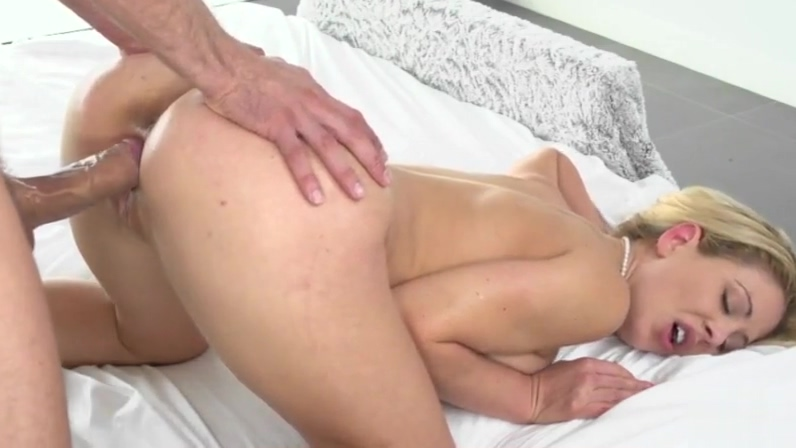 Stunning MILF Gets Drilled free nude woman photo in public
