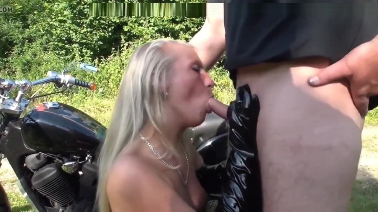 Blonde blowjob with pvc gloves outdoor
