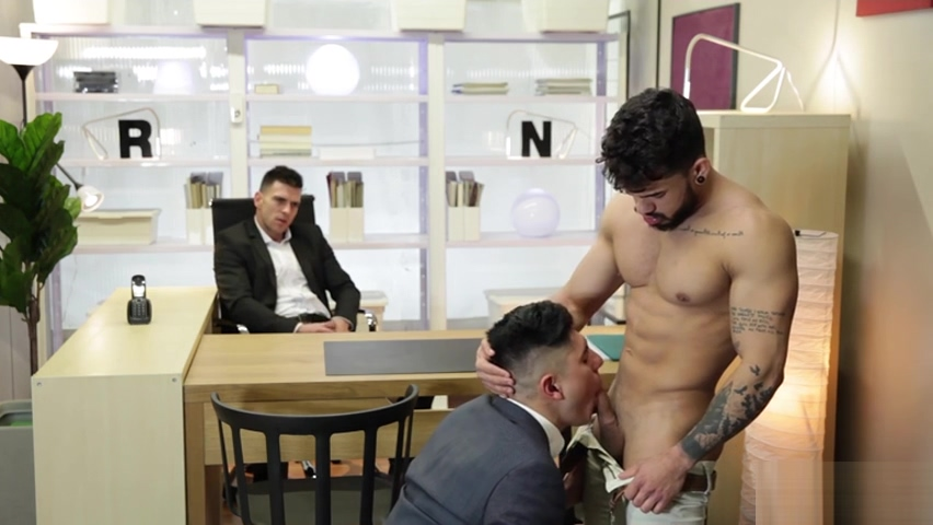 Muscle bear threesome with facial cum girls eating pussy out video
