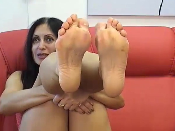 Dangling strass mules & zooming bare feet & soles.(2) Are mexicans good lovers
