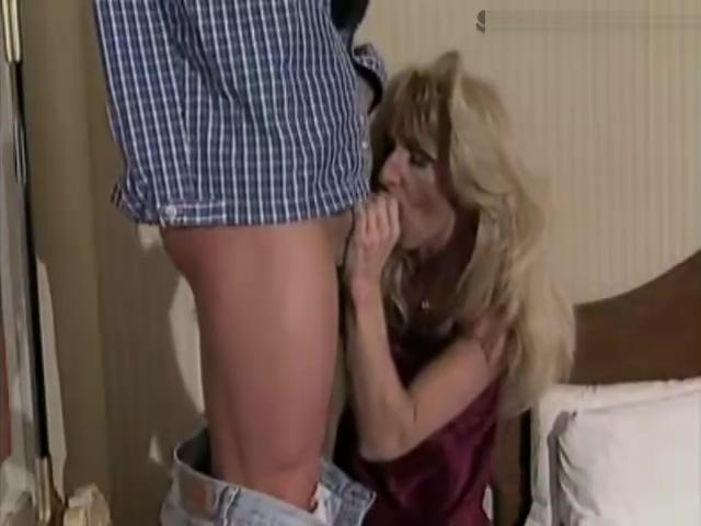 Julian Rios ladyman blow jobl-service