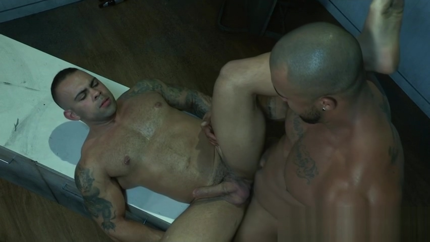 Muscly hunk rams man hole naked men bent over