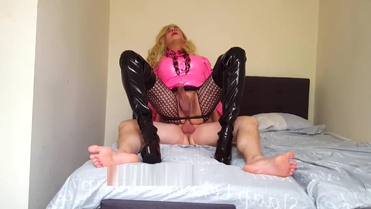 no.190 Suleika Latex is a bareback whore Brunette slut blowjob dick cumshot