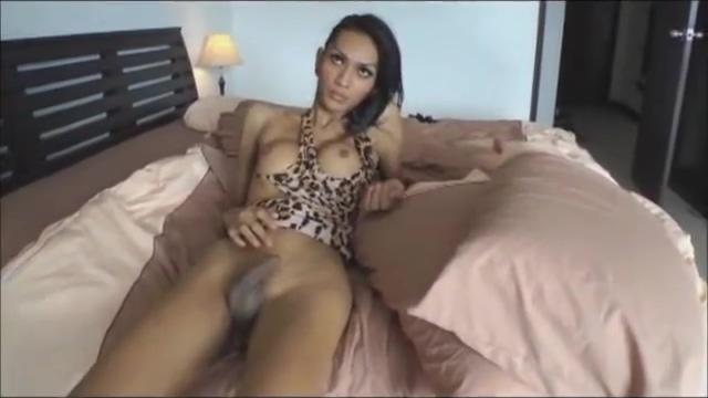 kinky Thai ladytwink doing a solo show