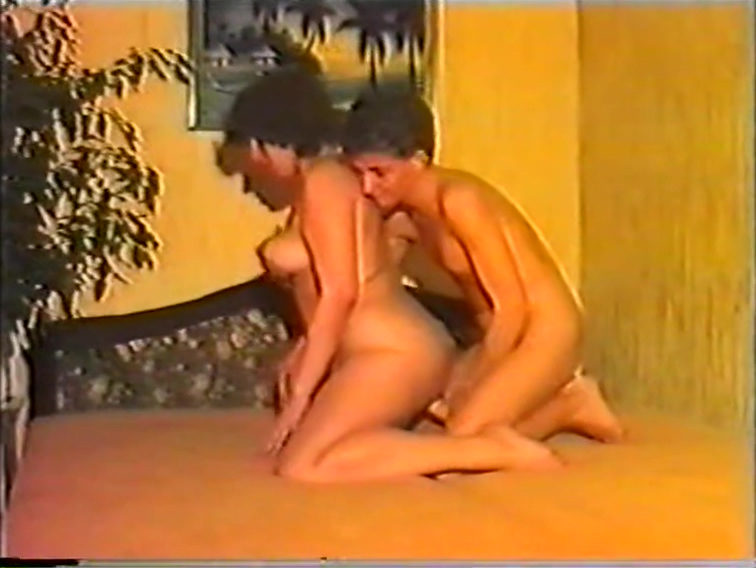 Gero Teensex 32 Vintage Very Rare Hazed lesbians lick pussy in sixtynine pose