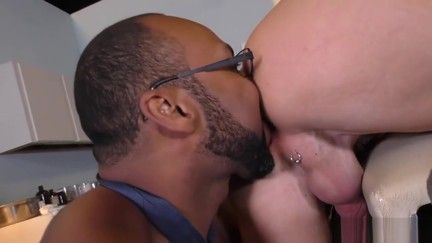 Mitch Vaughn & Ray Diesel porno go down on girls