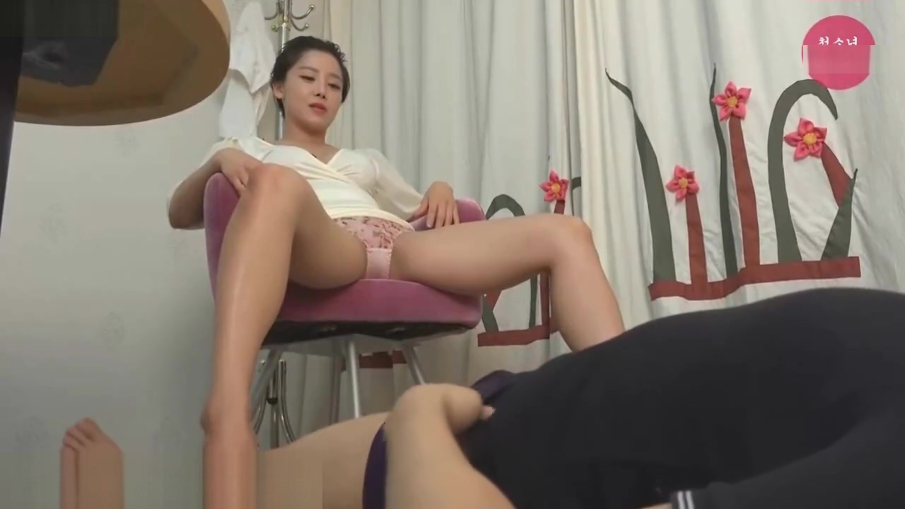 Slave Licking Korean Goddess Clear Heels And Feet Sunakshi Sex Videos With His Boy Friends