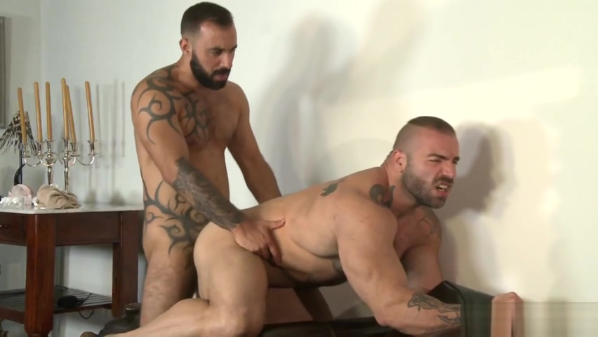 MAX HILTON XAVI DURAN - KB How to sleep with your roommate