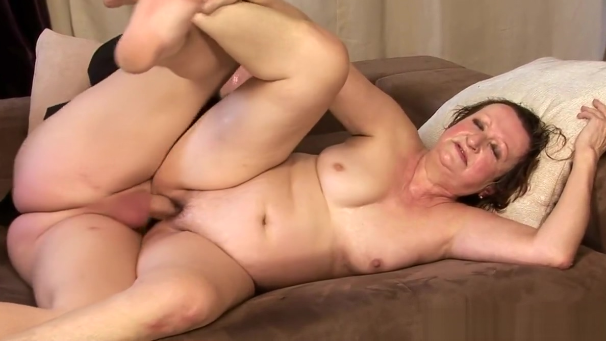 BBW granny Two milf one dildo