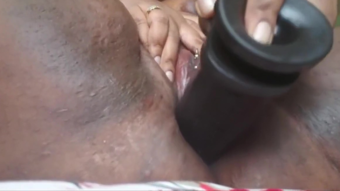 Sexy BBW Pounding Her Pussy Until She Squirts Her erotic pleasure